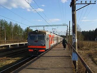 Vyritsa - A suburban train at the Posyolok railway station.
