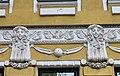 Элемент декора фасада дома 24 по улице Новая, лепнина, женские головы.jpg