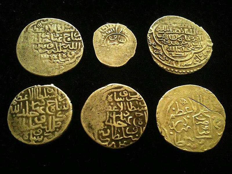 پرونده:سکه های ضرب ساوه در گذر زمان از مجموعه شخصی شهرام نگارشی.jpg