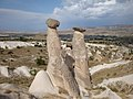 カッパドキアの三美人の岩 - panoramio.jpg