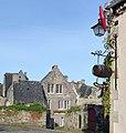 -Locronan.-- Maison - PA00090080 vue de la place de la mairie.jpg