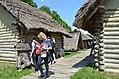 02016 0550 Rekonstruktion der slawischen Häuser aus der Zeit von 900 bis etwa 1000 im Freilichtmuseum Trzcinica, Beskiden.jpg