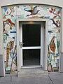 1180 Czartoryskigasse 62-68 Stg 6 - Tormosaik Heimische Tiere und Pflanzen von Heribert Potuznik IMG 5356.jpg