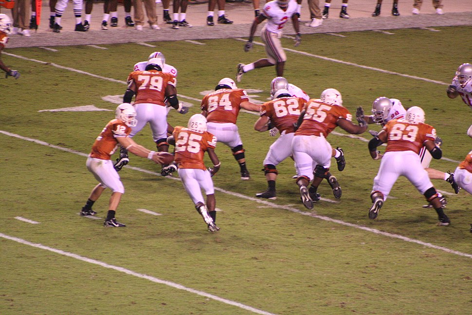 2006 Longhorns vs OSU McCoy handoff to Charles