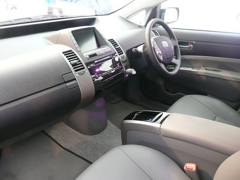 File:2008 Toyota Prius (NHW20R) liftback 02.jpg