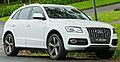 2009-2011 Audi Q5 (8R) 2.0 TFSI quattro wagon (2011-10-25) 01.jpg