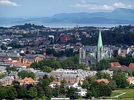2010-08-04 - Trondheim - Nidarosdom 2 - panoramio - Edgar El.jpg
