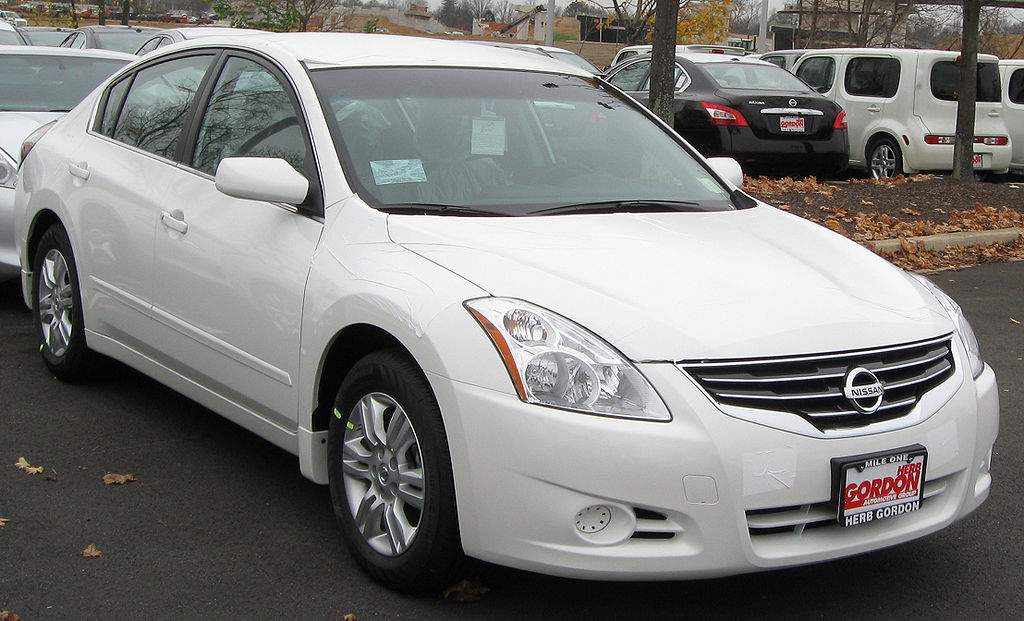 File 2010 Nissan Altima 2 5s Sedan 11 23 2009 Jpg