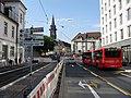 2017-08-01, Umbau des Verkehrsknotens am Siegesdenkmal in Freiburg, neue Verkehrsführung an der Einmündung Hab.jpg
