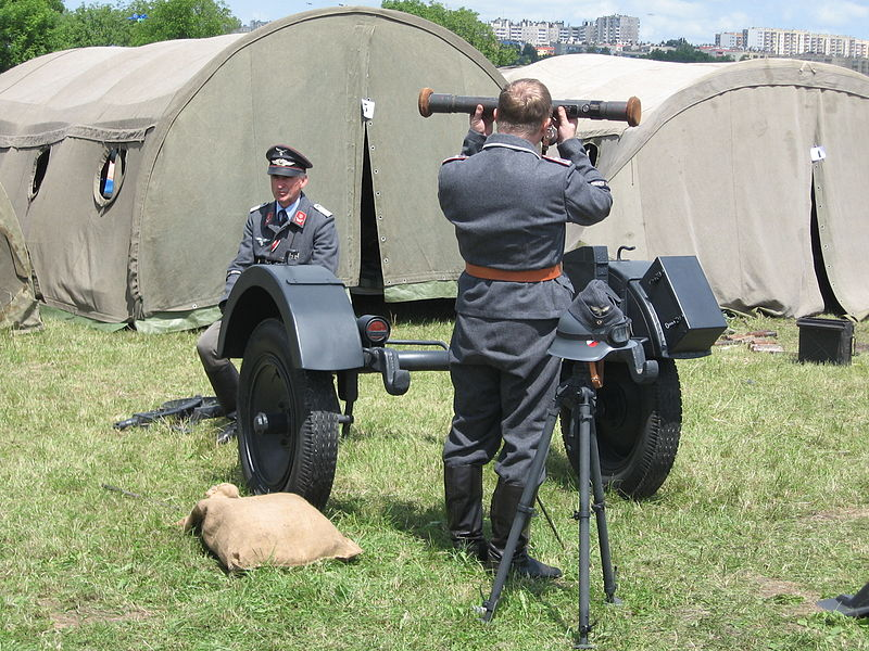 File:A spotter for the FlaK 38 anti-airacraft gun, VII Aircraft Picnic in Kraków.jpg