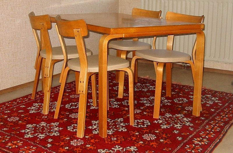 Fil:Aalto table and chairs2.JPG