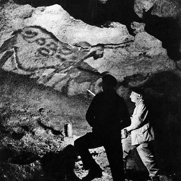 File:Abbe Breuil in Lascaux caves at La Mouthe Wellcome M0010911.jpg