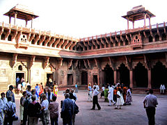 Agra Fort Courtyard (1580878955).jpg