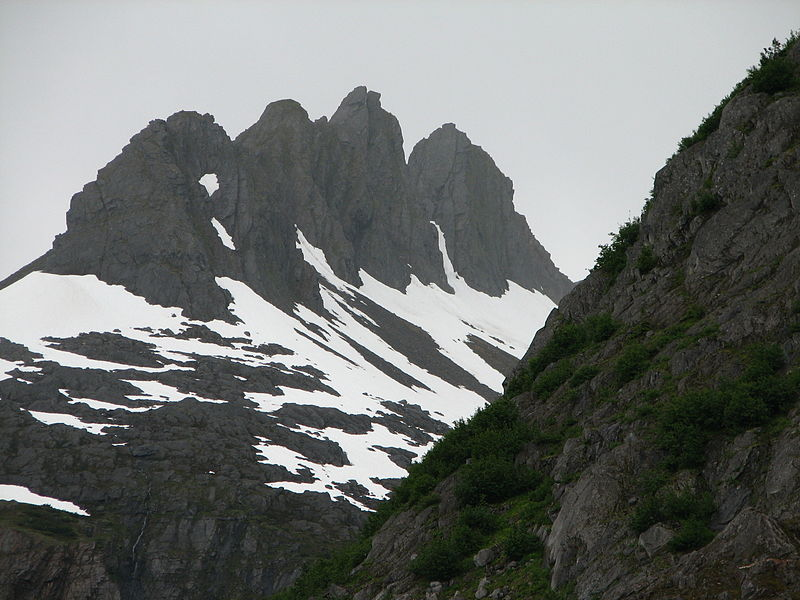 File:Alaska 4 mountains.jpg