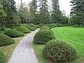 Allée de conifères, à la Villa Estevan, aux Jardins de Métis, Grand-Métis, Québec - panoramio.jpg