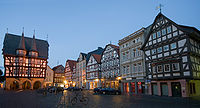 Alsfeld-Rathaus und Suedseite des Marktplatzes.jpg