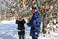 Am Ostereierbaum mit 10 000 Eier im Garten in Saalfeld.. 2-orig.jpg