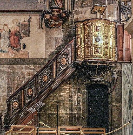 Ambo Heinrichs II. (Heinrichsambo; Aachener Dom, Chor). Ambone d'oro di enrico II, ante 1014, con vasellame in calcedonio, cammei e avoro antichi 00