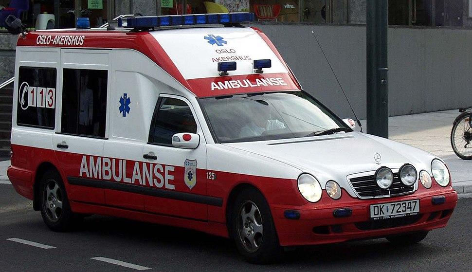 Ambulanse Oslo Akershus 18jun2005.jpg