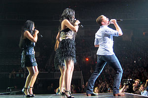 Scotty McCreery - Season 10 American Idol tour, Scotty McCreery performing with Thia Megia, Haley Reinhart and Pia Toscano.