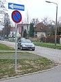 Anfang des Einbahnstraßenabschnittes des Marienfelder Angers, westwärts der Fritz-Reuter-Straße - panoramio (1).jpg