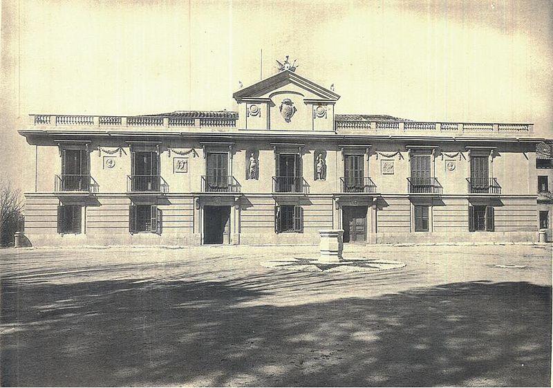 la noche de las gaviotas 800px-Antigua_fachada_del_palacio_de_la_moncloa