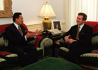 Anwar Ibrahim - US Secretary of Defense William Cohen (right) meets with Anwar Ibrahim (left) in his Pentagon office.