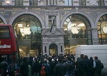Immagine dell'Apple Store inglese. Aperto a Londra in Regent Street il 20 novembre 2004, è il primo store di Apple in Europa e il terzo fuori dagli Stati Uniti.