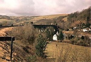 Knucklas - Image: Approaching Knucklas Viaduct geograph.org.uk 330122