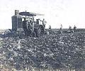 Archivo General de la Nación Argentina 1890 aprox Arando, arado con motor.jpg
