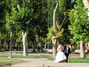 English Park, Yerevan - Image: Armenia Wedding (5034680108)