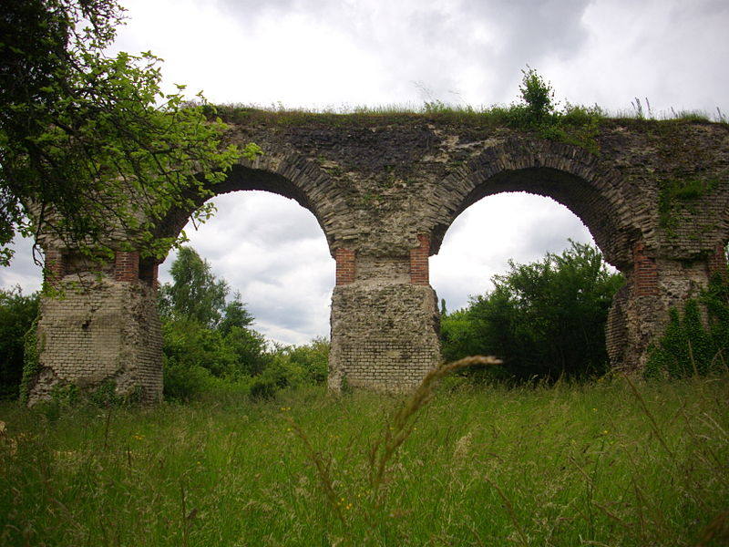 Aqueduct from Gorze to Metz in Ars-sur-Moselle (Moselle, France)