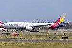 Asiana Airlines (HL7732) Boeing 777-28E(ER) at Sydney Airport.jpg