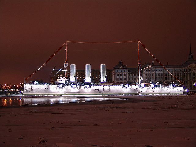 https://upload.wikimedia.org/wikipedia/commons/thumb/7/76/Aurora_cruiser_St_Petersburg_June_2006.JPG/640px-Aurora_cruiser_St_Petersburg_June_2006.JPG