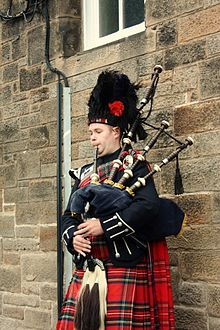 Bagpiper in Edinburgh 001.jpg