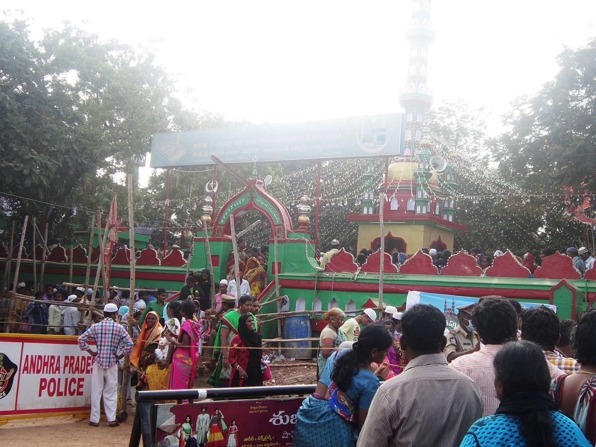 Bara Shaheed Dargah - ...
