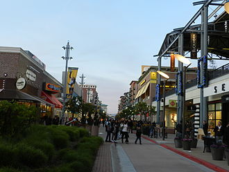 Bay Street Emeryville - Main street at the mall