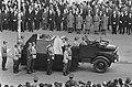 Begrafenis Adenauer, de kist op een wagen naar de Rijn-oe gereden, Bestanddeelnr 920-2639.jpg
