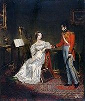 Pictură în ulei reprezentând tânărul prinț Leopold în costum ceremonial complet, oferind un cadou prințesei Charlotte purtând o rochie albă din satin.  Își întrerupe sesiunea de harpă pentru a-l primi.