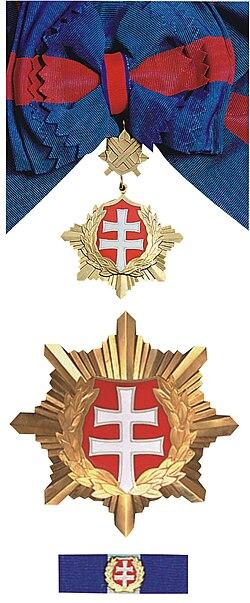 Biely dvojkríž 1. triedy vojenského druhu.jpg