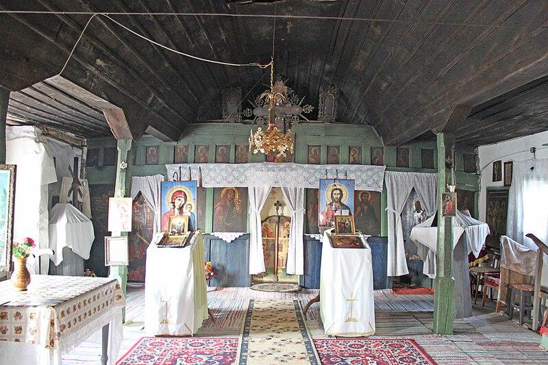 Fișier:Biserica de lemn din Satu Nou11.jpg