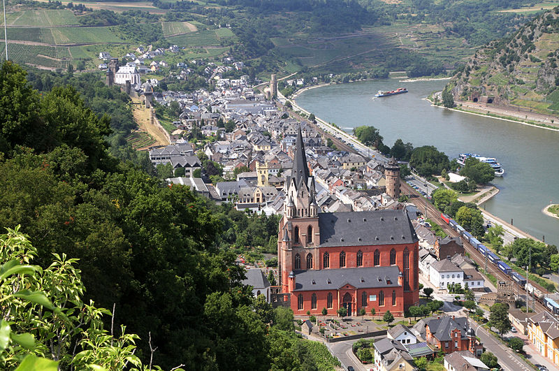 File:Blick über Oberwesel am Rhein.jpg