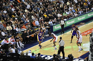 2009–10 Los Angeles Lakers season - Brown and Bynum being guarded by Anthony Morrow and Chris Hunter