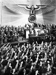 Bundesarchiv Bild 183-2008-0922-500, Reichstag, Begrüßung Adolf Hitler