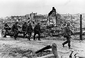 7.5 cm leichtes Infanteriegeschütz 18 - Image: Bundesarchiv Bild 183 B22222, Russland, Kampf um Stalingrad, Infanterie