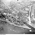 Bundesarchiv Bild 195-1072, Rheinbefliegung, Alt-Homberg.jpg