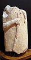 Busto acefalo in pietra calcarea, 610-550 ac. ca., da tumulo di molinello.JPG