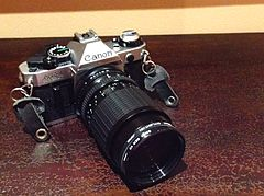 CANON AE-1 Program, lens 58 Sigma Zoom III 1. 3,5. 4,5 f=28 84mm, 1981 (17118681596).jpg