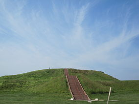 Cahokia Monks Mound.jpg