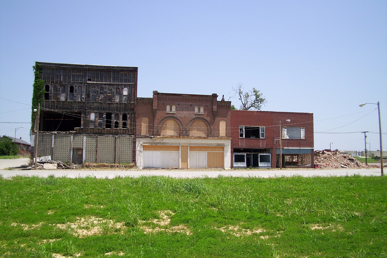 File:Cairo, IL Downtown Buildings.jpg